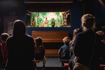 w360q85 Poppentheater Pierke van Alijn - Activiteiten in musea, expo's en uitstappen voor kids rond thema KUNST